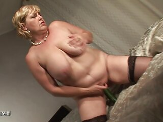 vizioso figa donne anziane lesbiche tra pelli selvatiche